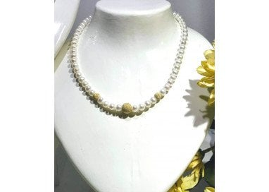 Necklace Central with Pearls