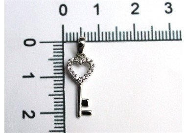 Key of the Heart charm in white gold and zircon
