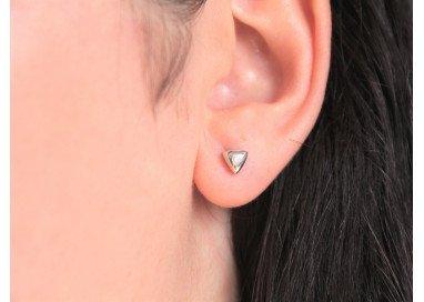 Orecchini punto luce Triangolo bombato indossati
