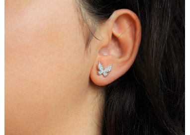 Orecchini Farfalla oro bianco e diamanti indossati