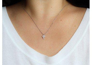 Girocollo con Croce Diamanti foto indossata
