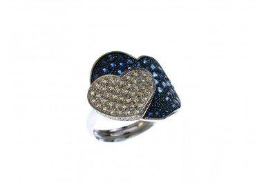 Anello Doppio Cuore con Zaffiri Blu e Diamanti in Oro Bianco 18kt lato 1