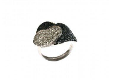 Anello Doppio Cuore con Diamanti Neri e Bianchi in Oro Bianco 18kt foto lato 4