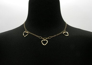 Necklace with 3 hearts in 18kt yellow gold