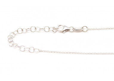 White 18kt gold necklace with 3 Akoya Pearls